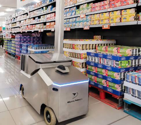 Una empresa de la UMH diseña un robot que desinfecta grandes superficies con ozono