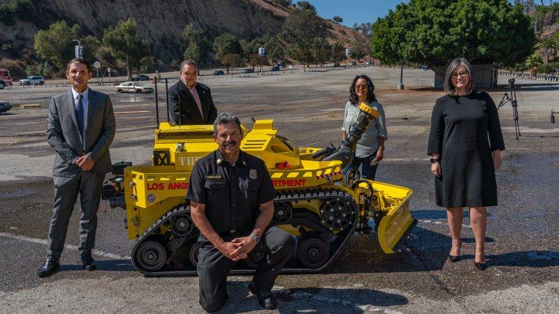 Los Ángeles pone en servicio el primer vehículo robótico de extinción de incendios de Estados Unidos