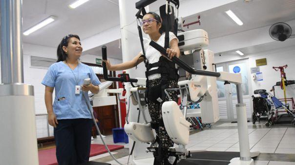 Conoce Lokomat, el robot que es capaz de ayudar de caminar a niños con discapacidad y que ha llegado a Perú