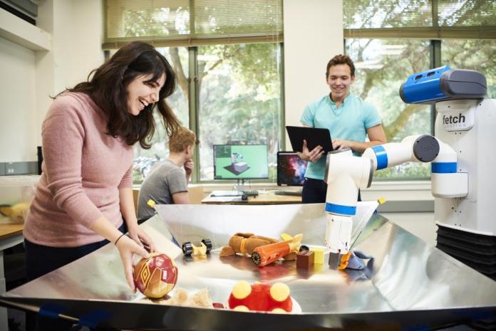 Investigadores de Stanford desarrollaron una nueva forma de controlar los brazos robóticos de asistencia utilizando inteligencia artificial que podría ayudar a las personas con discapacidades