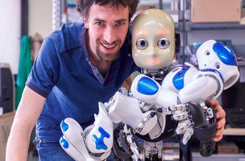 Un niño-robot con Sentido del Tacto y «Espacio Vital»