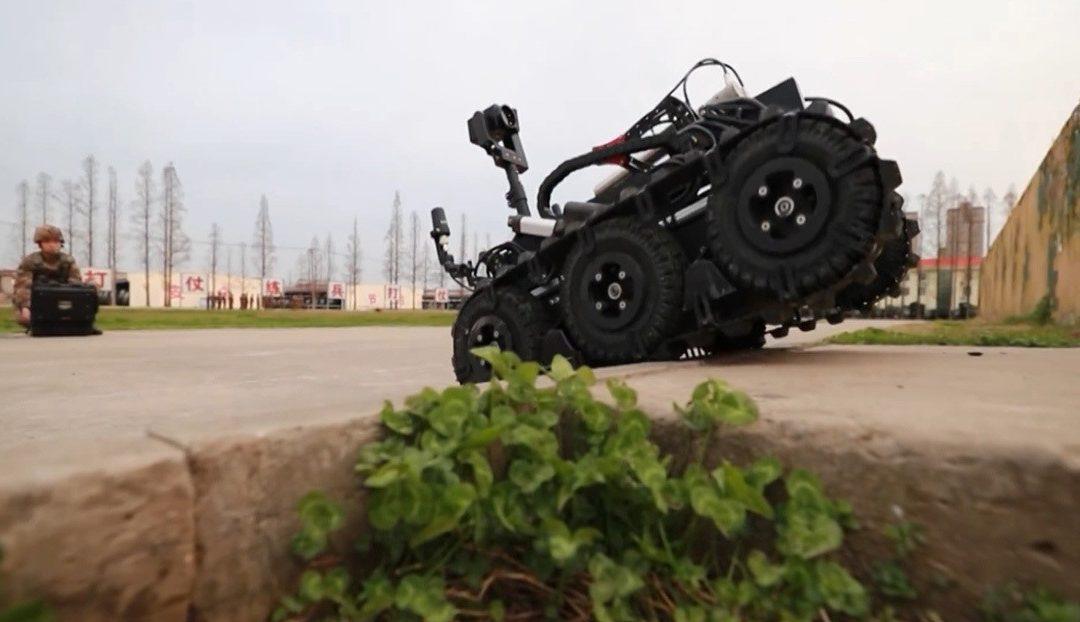 El Ejército chino muestra su nuevo robot desminador