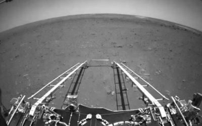 China publica las primeras fotos tomadas en Marte por su robot Zhurong