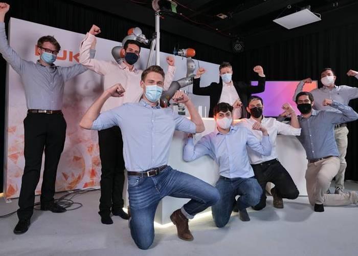Chorrobot, el invento con el que cuatro colombianos conquistaron el Kuka Innovation Award