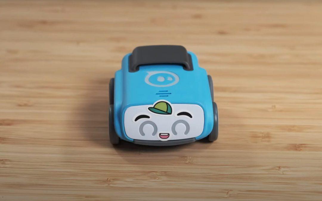 El maestro del mañana es un lindo robot parecido a un automóvil llamado Indi