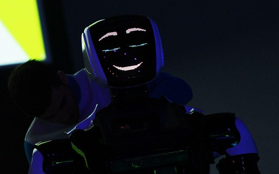Policía de los EAU planea contratar a un robot ruso
