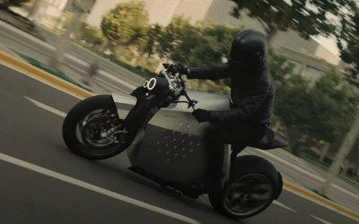 La nueva moto eléctrica que es mitad moto mitad robot