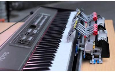 Crean un robot que toca el piano de forma autónoma