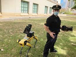 Como en «Black Mirror»: la policía ya usa perros robots para vigilar y «escanear» gente con COVID