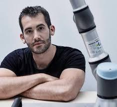 """""""En la robótica la obsolescencia programada es un secreto a voces, y los responsables son los principales fabricantes del sector"""", asegura Víctor Mayoral, experto en ciberseguridad en Alias Robotics"""