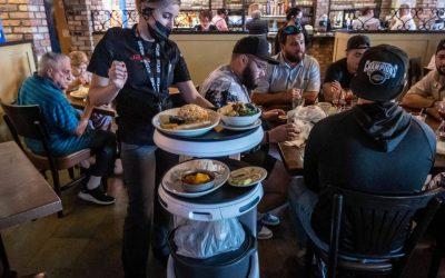 Los robots meseros en los restaurantes
