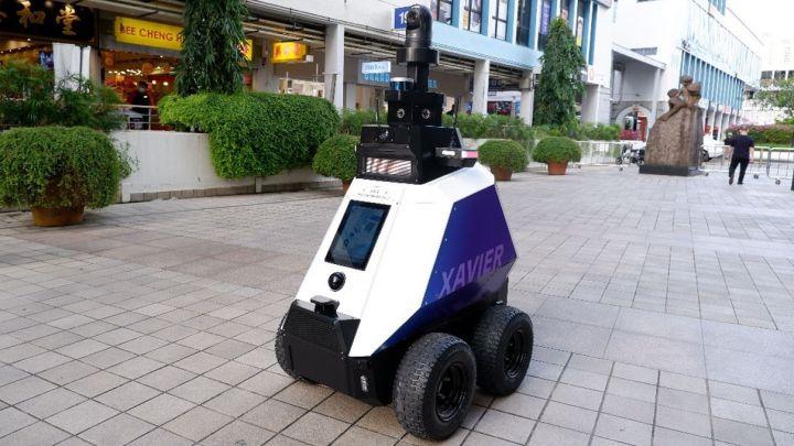 Xavier, así es el robot que ya patrulla por zonas públicas para imponer el orden